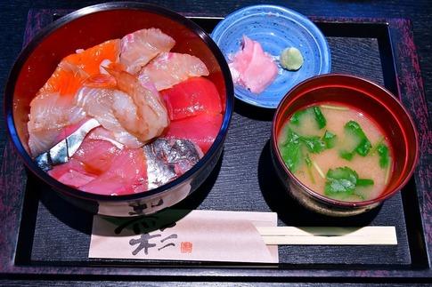 Resized  お魚物語で海鮮丼‥.jpg